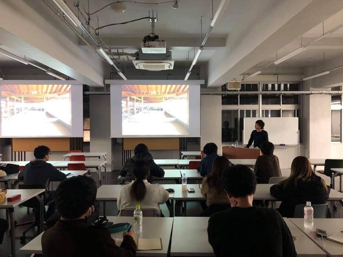 大学での講義風景