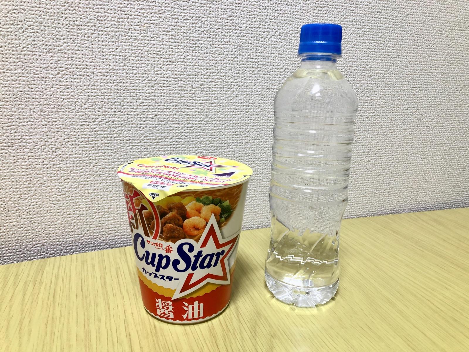 カップ麺と水