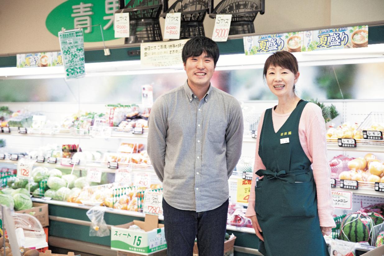 左/山形県出身で新潟大学を休学中のインターン生の仲島さんと、右/『安田屋』専務の山森さん。