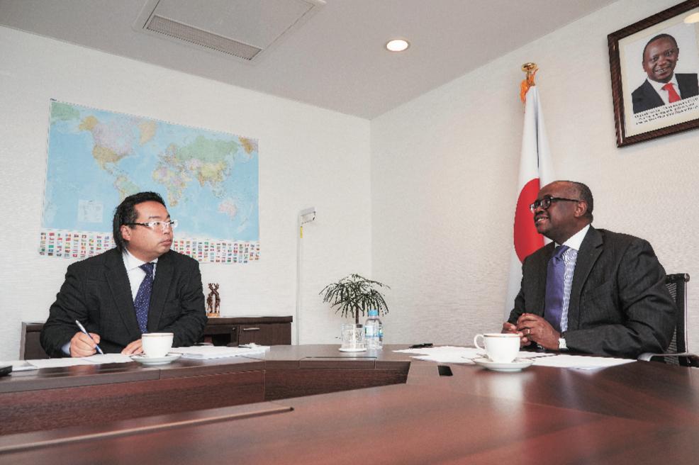 美齊津さんの問いかけにマイナ大使は一つ一つていねいに答えてくれた。その答えからは、アフリカ経済の発展について揺るぎない自信を窺うことができた。「多くの日本企業に、アフリカへ目を向けてほしい」というメッセージを受け取った。