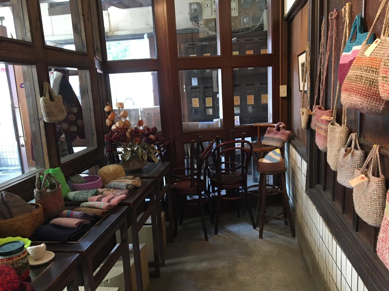 ラヴィアンカフェ店内ギャラリー