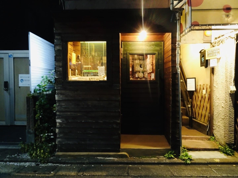 隠れ家のようなこじんまりとしたお店