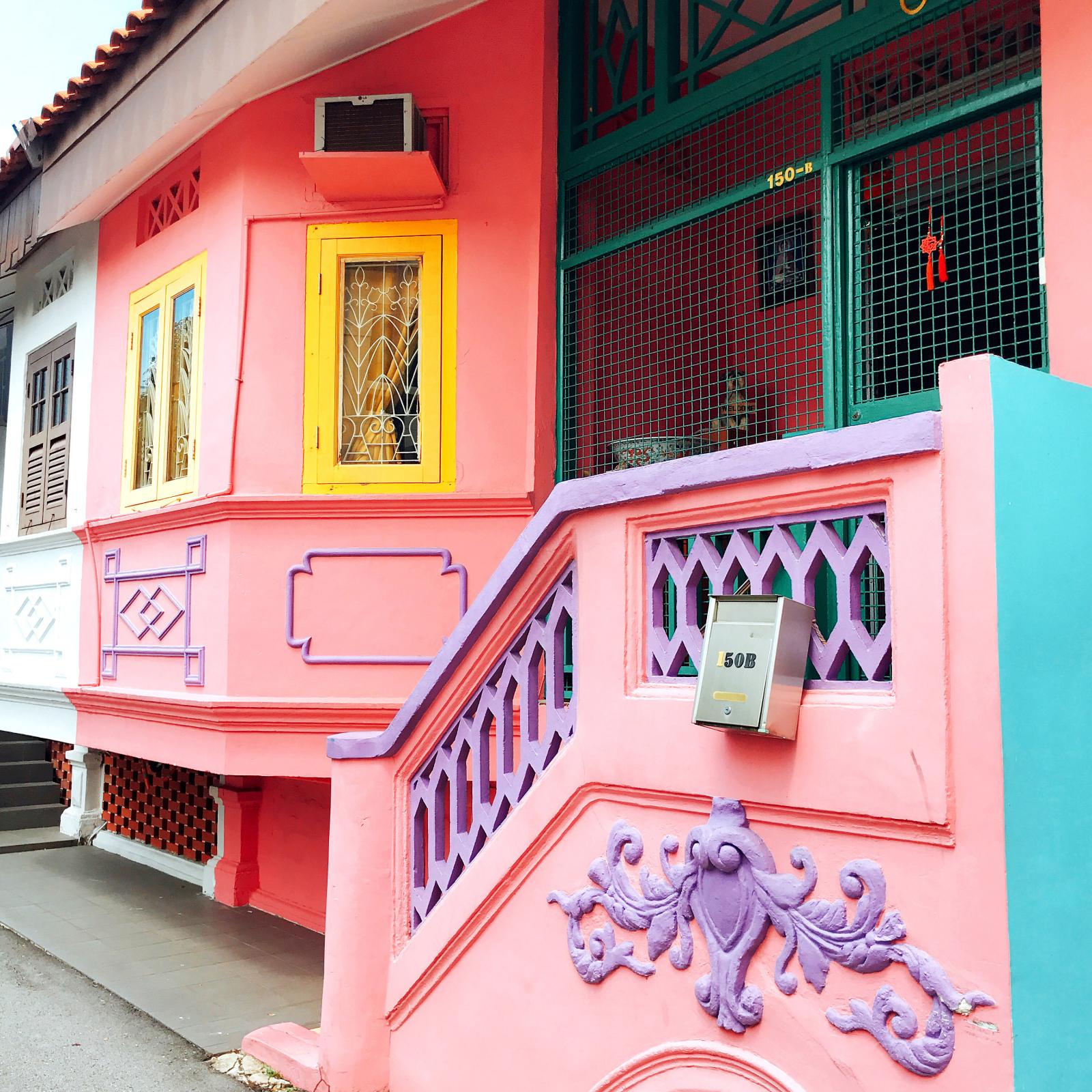 有名なクーンセンロードから外れた小道でも立派なプラナカン建築の家を発見!
