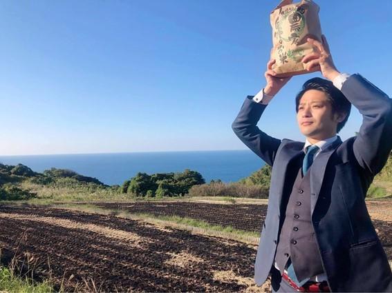 クラウドファンディングなどの返礼品に地域のお米作りなどにも励む