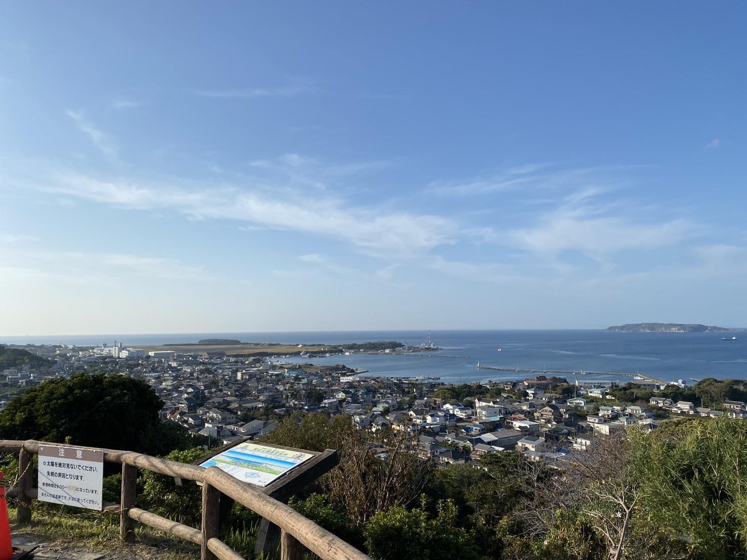館山城のある城山公園から内房の海を望む