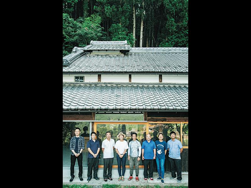 志歩さんと志歩さんの働き方を応援する山添村のみなさん。気にかけ合い、サポートもし合う大切な仲間。