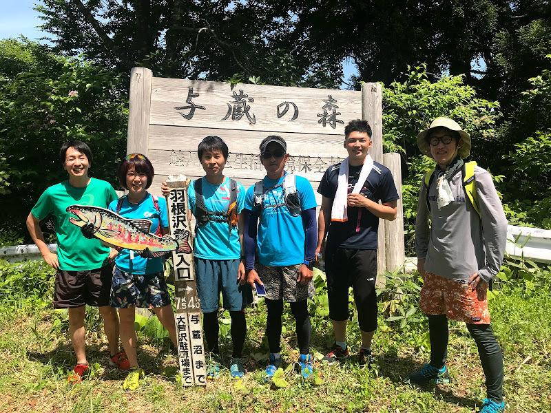 鮭川村で行っているローカルトレイルランニングチームメンバーと一緒に活動している様子