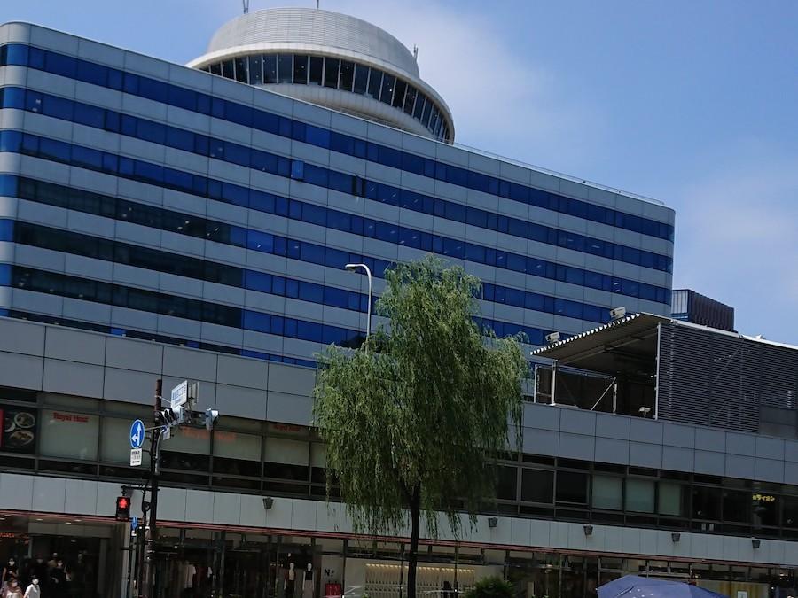 ▲銀座側から望む交通会館。とっても特徴的なのですぐわかります。