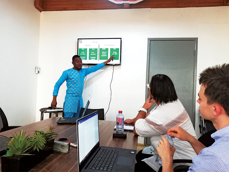 ガーナのインキュベーションセンターでは、物流関連サービスの事業モデルのプレゼンテーションを受けた。