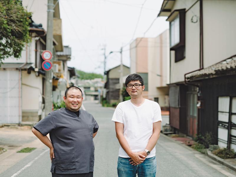 大島で谷口さん(右)を迎えてくれた田中さん(左)