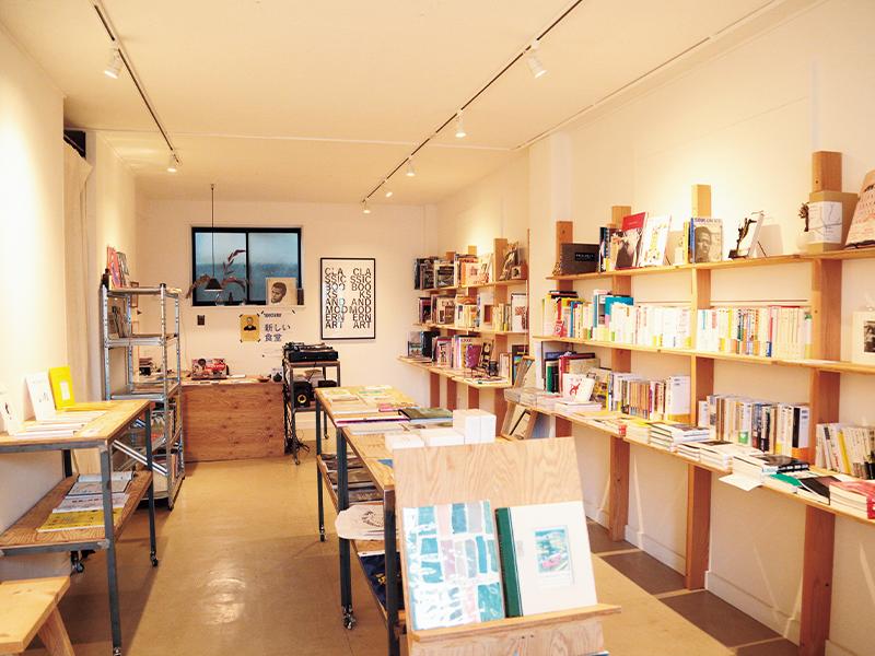 初めは「白い壁の本屋」(つまりイマドキのおしゃれすぎる書店)と少々警戒していた玲音さんも、すっかり常連に。