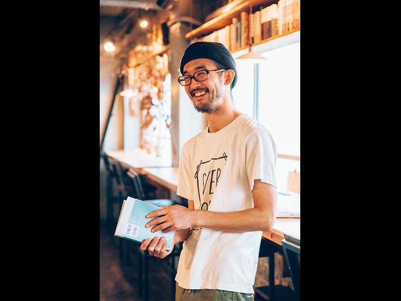 最初は「ひとりで過ごせる場所」だったのを、「本の読める店」に変えたのが1年前。「みんなが腑に落ちました」と笑う阿久津さん。