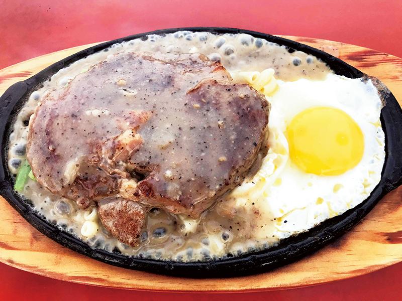 日本でステーキといえばライスかパンだけど、台湾ではパスタが定番。白米が欲しいと言うと不思議がられる。