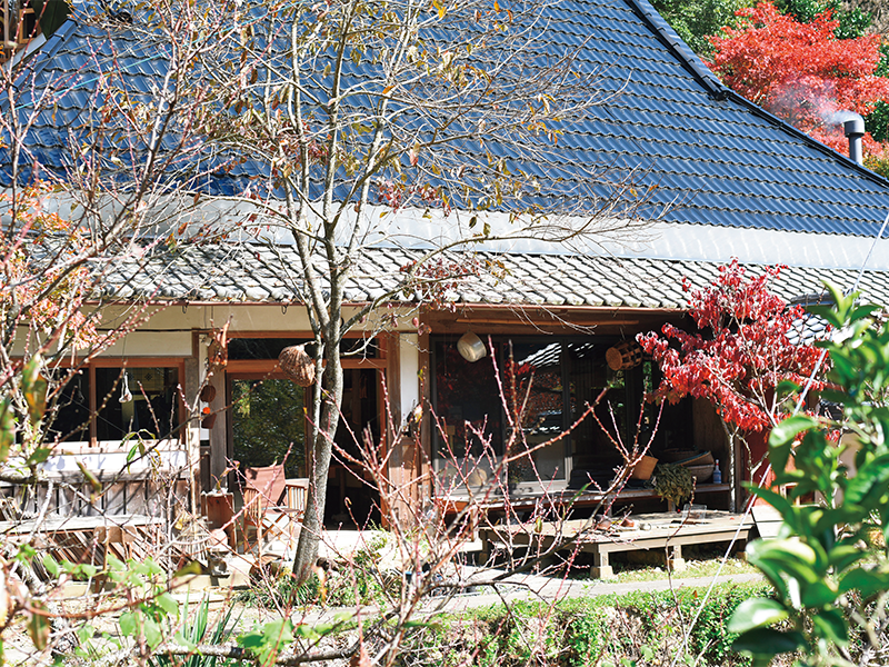 兵庫県篠山市にある小さな集落で暮らしている。