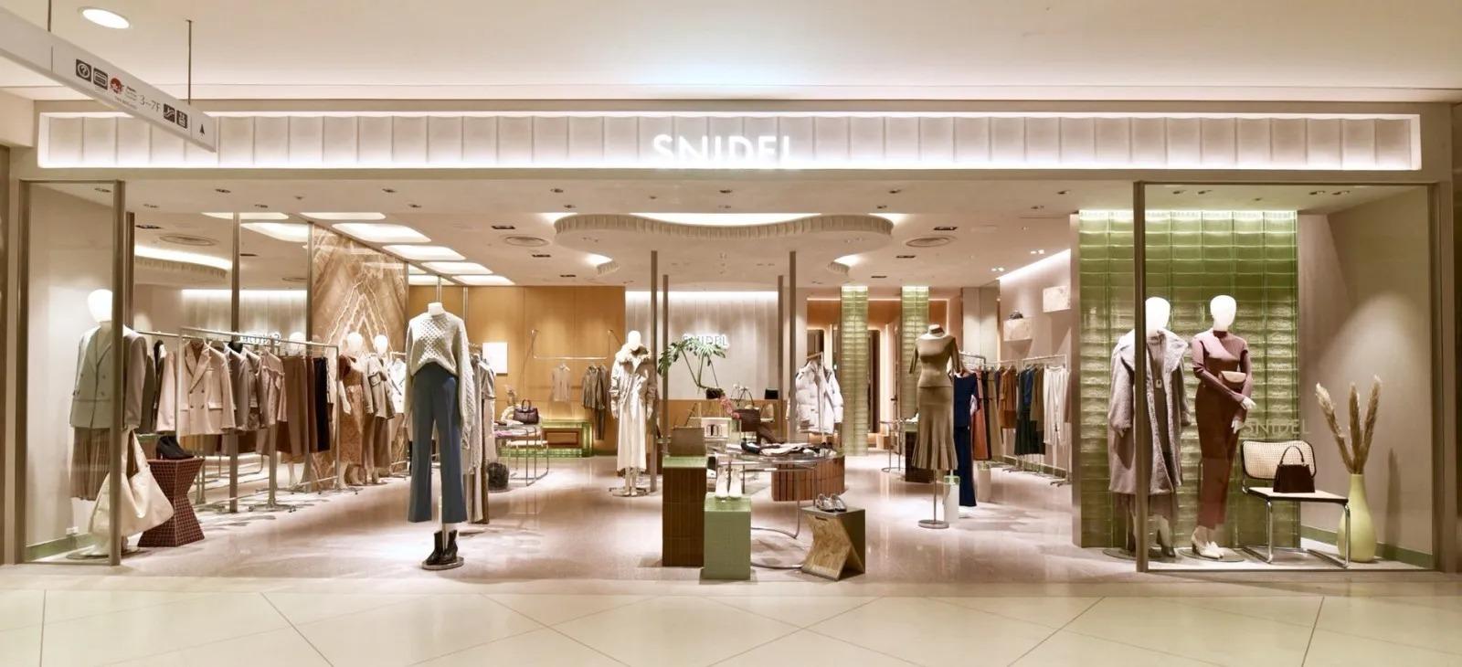 店舗自体の素材が80%以上サステナブル素材でできているスナイデルルミネ新宿店。