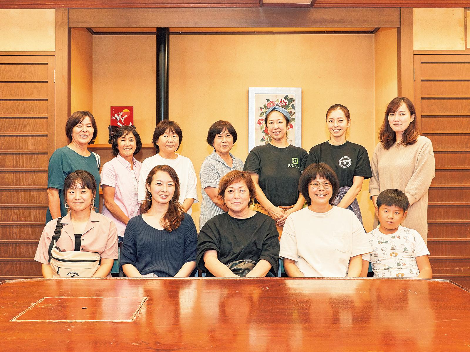 日間賀島で行われた座談会には3島から10人以上の女性が参加した。これまで、互いの島の交流はほとんどなかったといい、顔を合わせて語り合う、貴重な機会となった。女性ならではの視点、実行力で、3島の合同企画も生まれそうだ。
