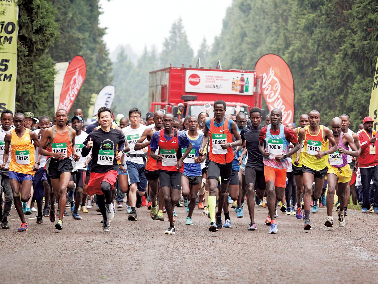 ケニアで開催した「ソトコト マラソン2019」。21キロ・10キロ・5キロの3カテゴリーで実施。子どもたちは5キロで参加。高橋尚子さんといっしょに力走した。