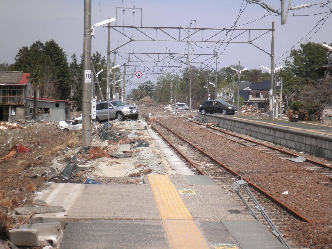 東日本大震災が発生した際に岡本さんが現地に訪れた際の様子