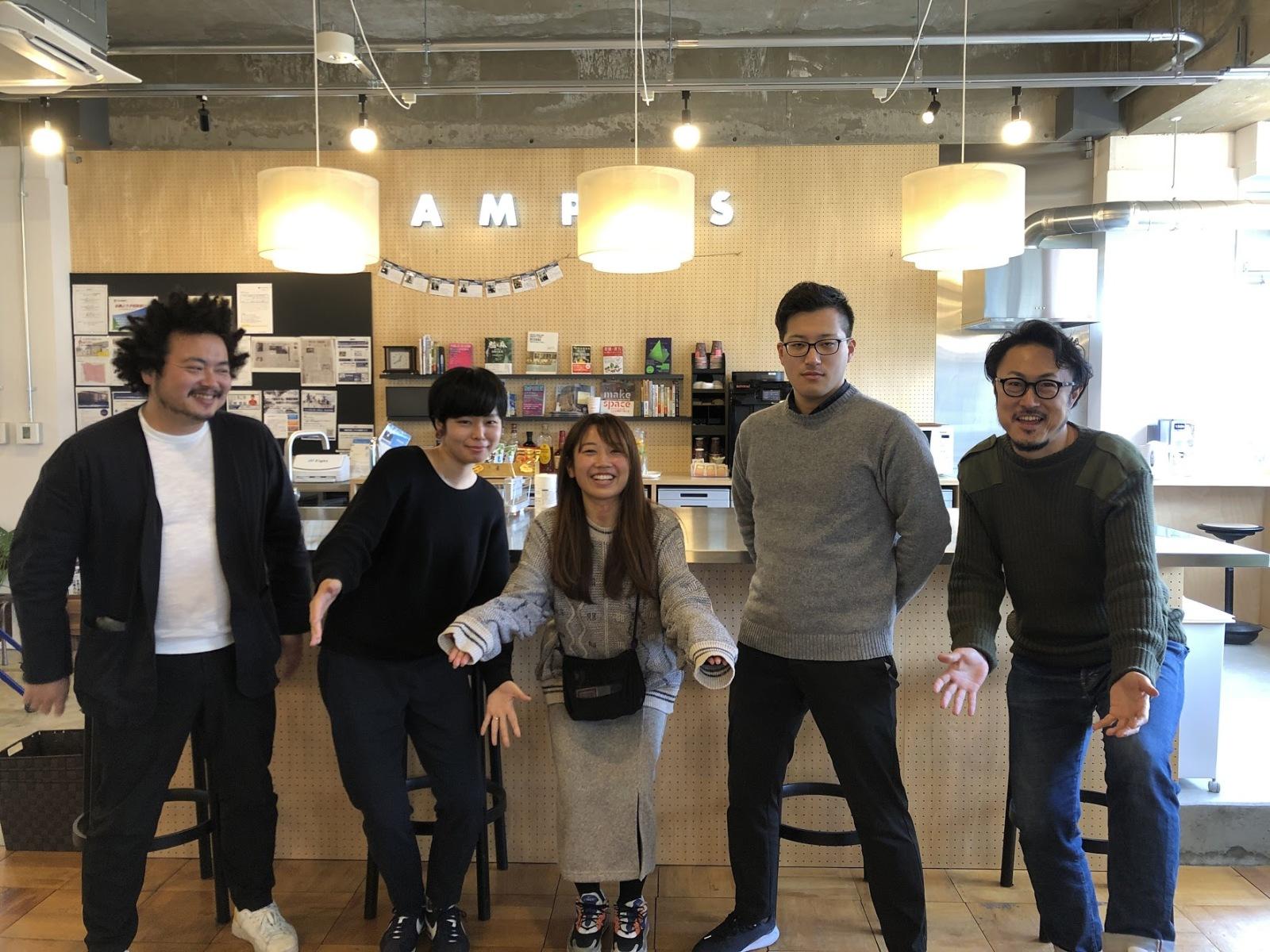 R-proで働くメンバーたちとの写真