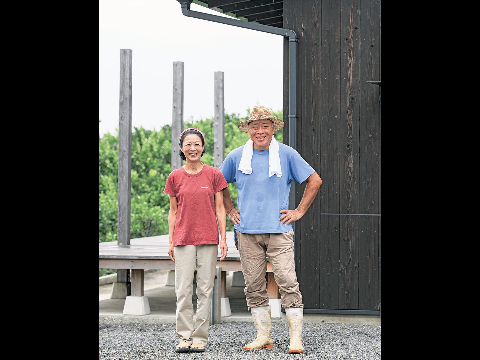林豊さん(右)と妻のかつえさん。