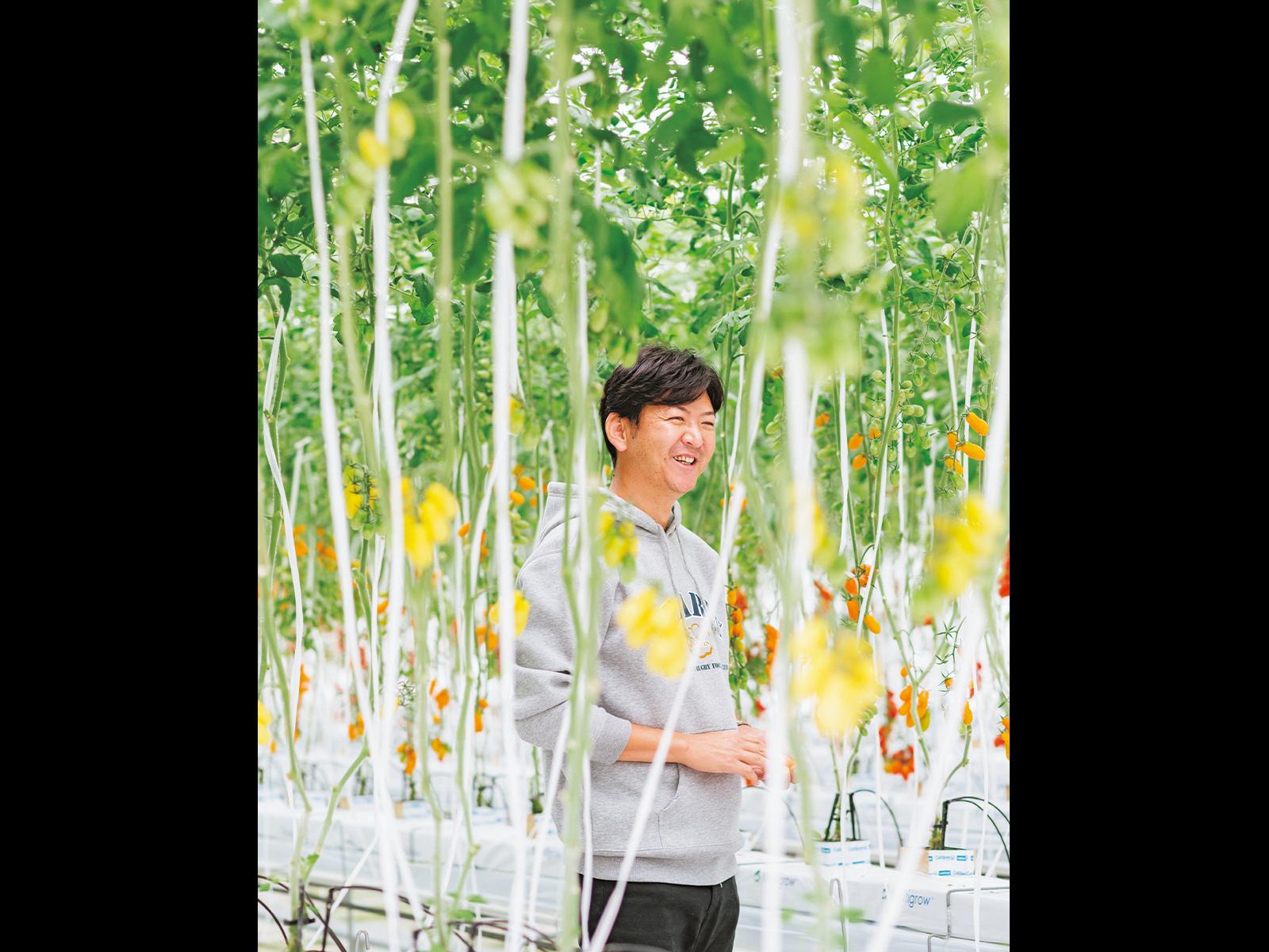 浅井さんが着用しているパーカは、少しでも農作物で応援ができたらと、今年からスポンサーになった三重の女子ラグビーチーム「PEARLS」のもの。
