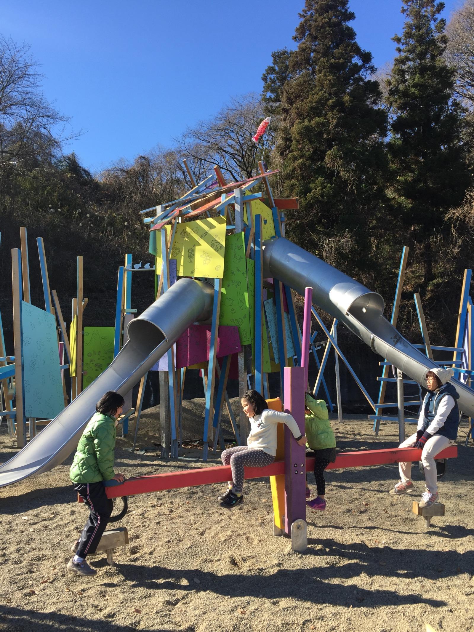 観音山公園にあるケルナー広場の不思議な遊具