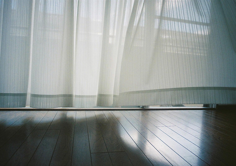 カーテンと空