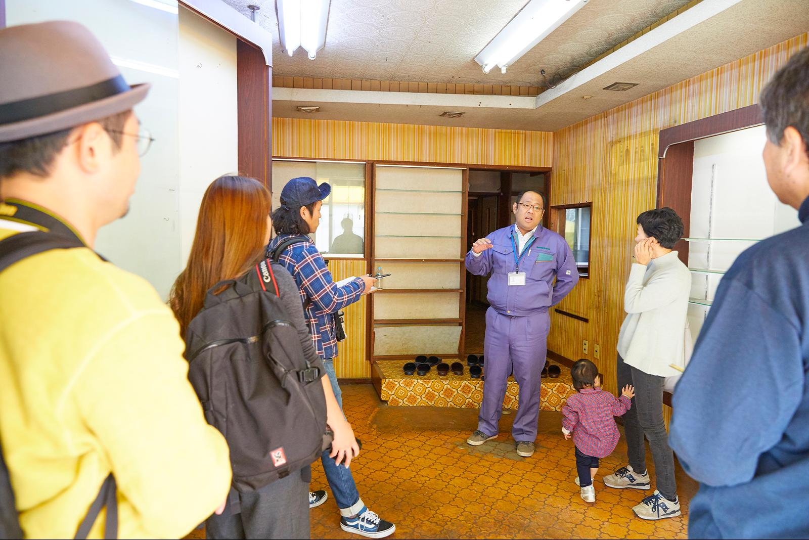 横田さんの解説の元、気になる空き家を見学。
