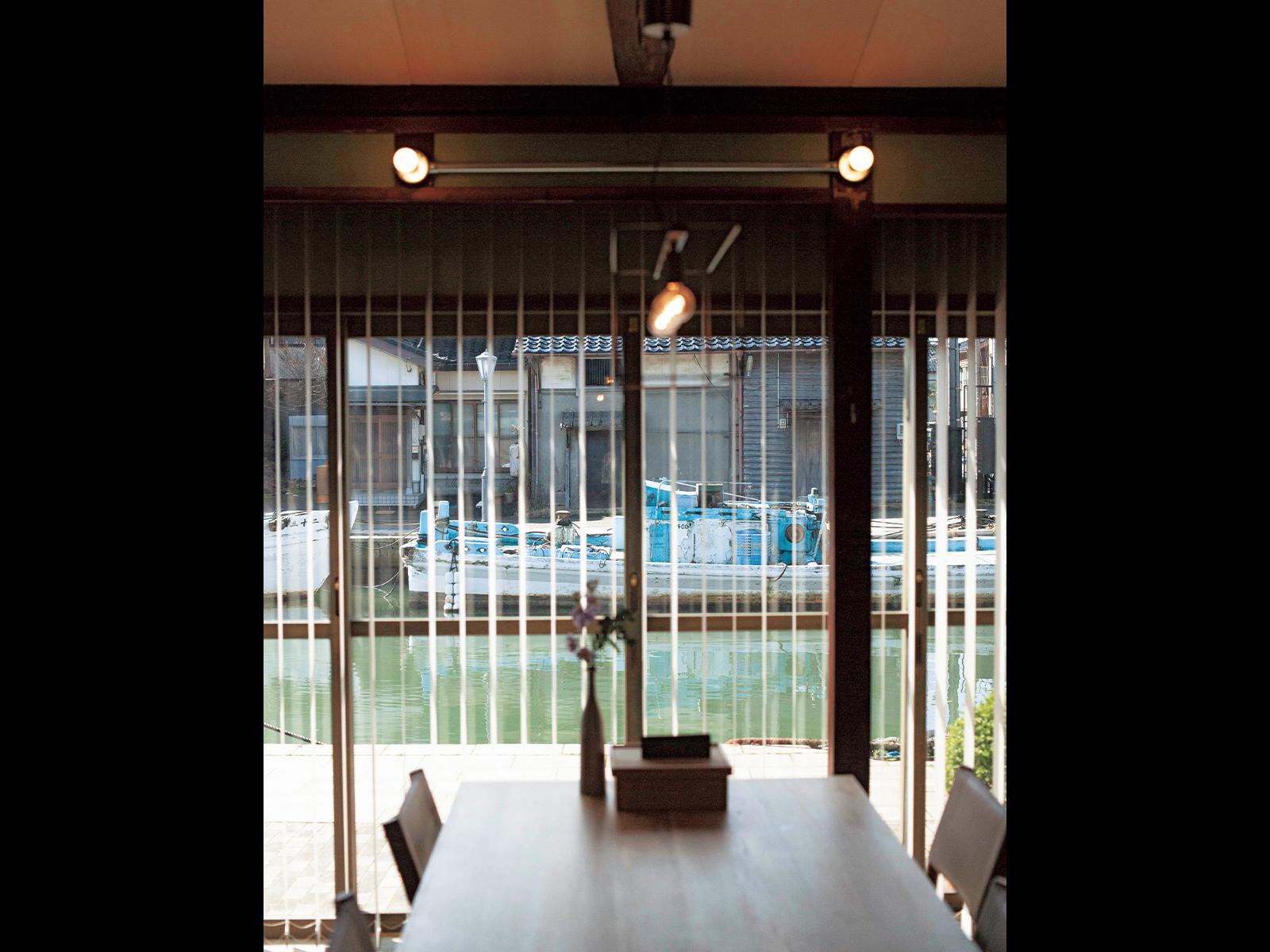 すべてにおいて快適さを追求した設備と空間づくり。案内してくれたのは、同ホテルマネージャー・西田芽以さん。