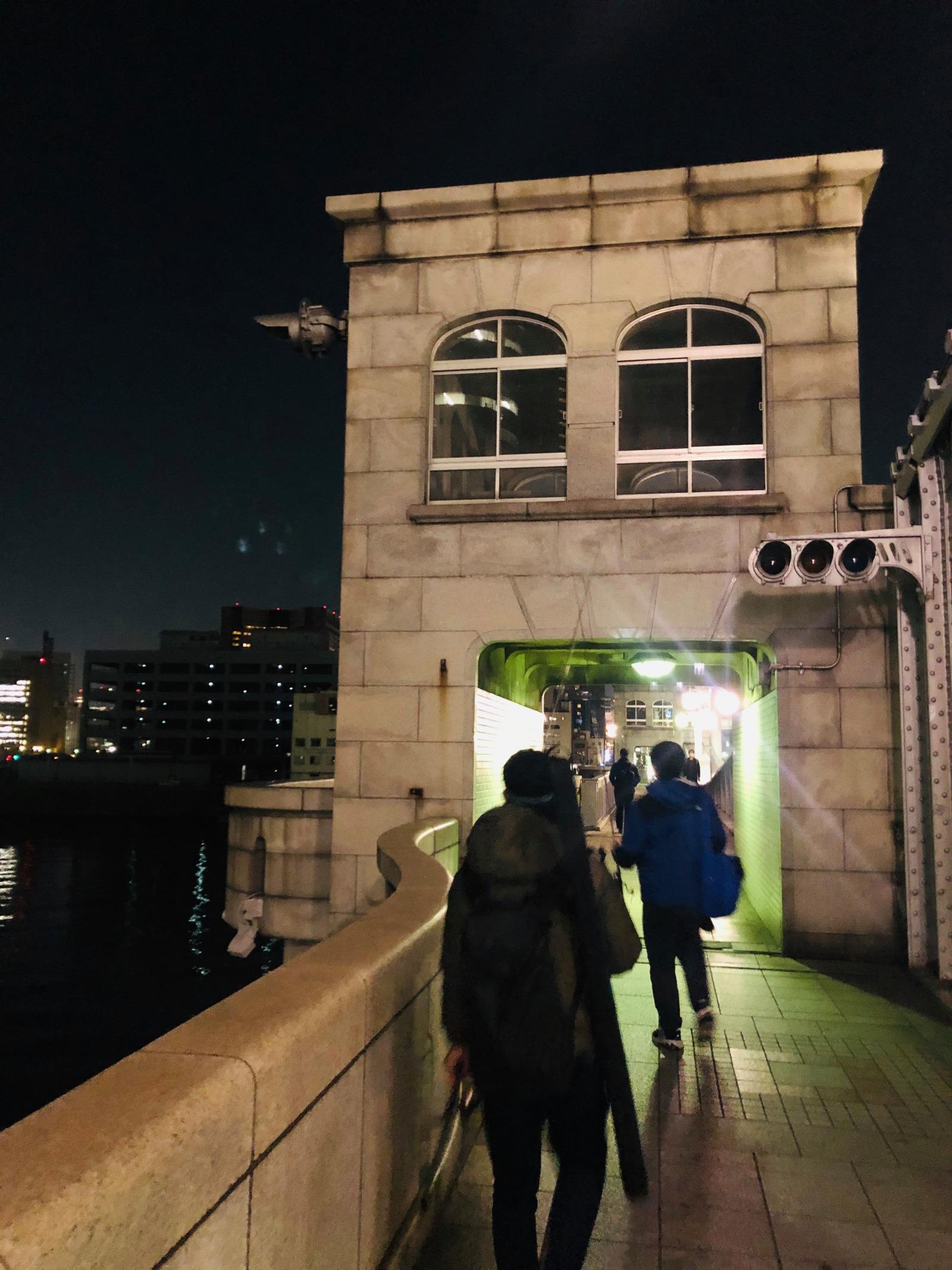 東京の水辺は歴史的建造物も多く、こちらもセットで味わえていい経験。