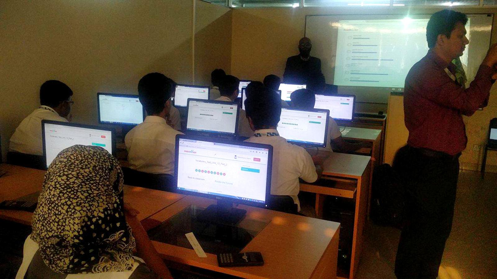 国の政策によって、学校へのPCルーム設置は進んでいる。