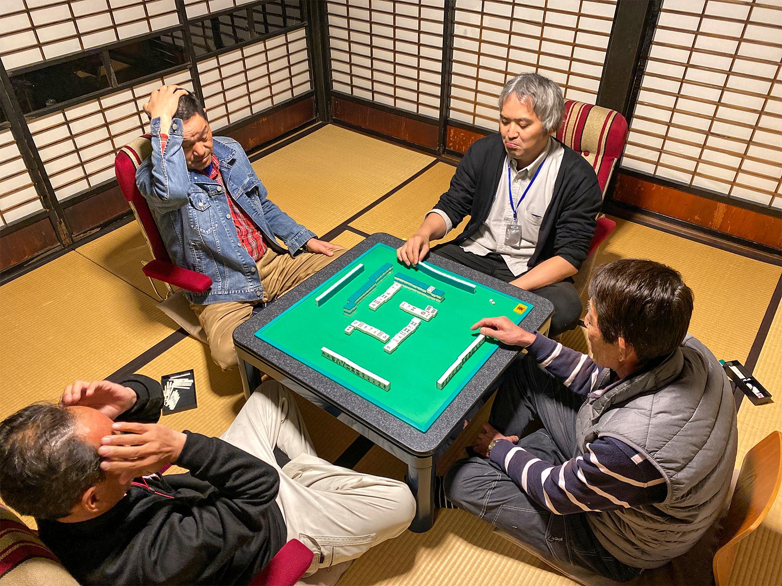 捨て牌は6枚ずつでお願いします!左から原監督、恭ちゃん、つねポン。