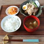 鶏の手羽元煮定食