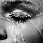 涼しくなっても顔汗が止まらない!メイク崩れの原因にもなる顔汗の原因を知って対策しよう!