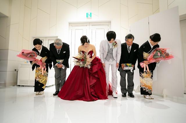 沖縄流のカチャーシーを踊って披露宴は結びに 最後までお2人らさしさ溢れました♪