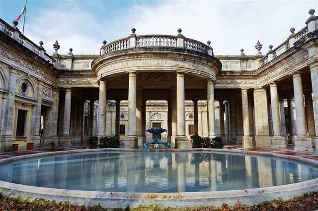モンテカティーニ・テルメ(イタリアのトスカーナ地方にある世界有数の温泉地)
