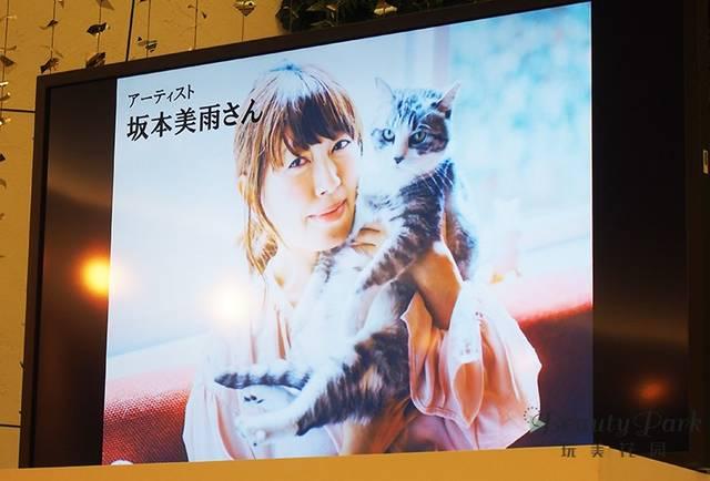 左:坂本美雨さん 右:愛猫 サバ美ちゃん