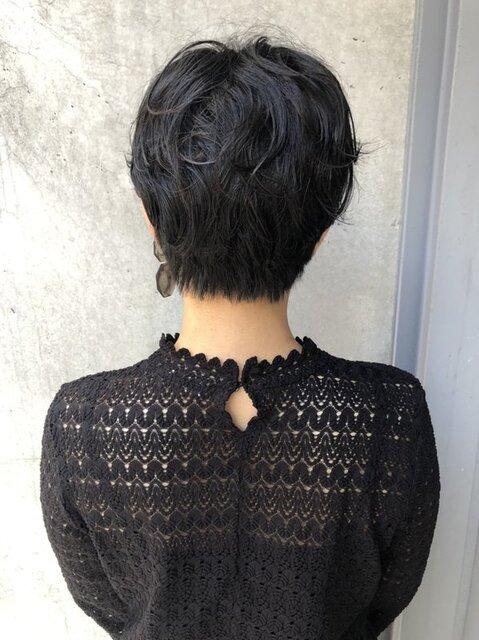 くせ毛を生かしたショートスタイル(後ろ)