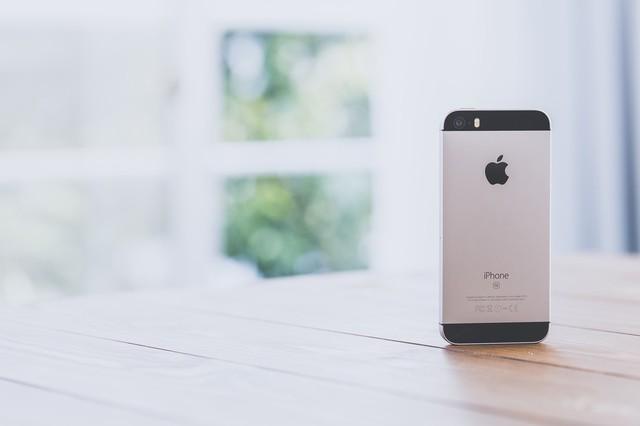 窓辺とスマートフォン|フリー写真素材・無料ダウンロード-ぱくたそ (583)