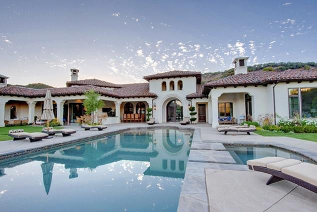 ブリトニー・スピアーズが約7億円の豪邸を購入 - 女性自身[光文社女性週刊誌] (473)