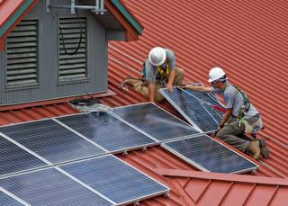 多発する屋根上太陽光パネル転落事故防止の必需品「安全帯」の選び方