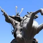 その格好良さに身震いせよ!戦場を駆ける猛将と駿馬「ニッポン銅像探訪記 第8回:騎馬像」