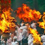 那智、吉田、手筒花火…夏におすすめの火祭り3選【日本名珍祭り図鑑】