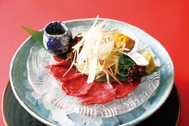 「馬刺しのカロリーは豚肉の半分でタンパク質は同じくらい...
