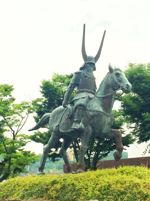 彦根駅前の井伊直政像
