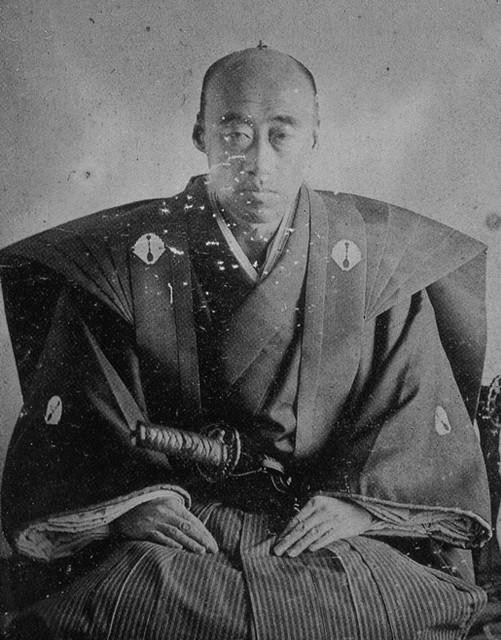 肥前佐賀藩10代藩主・鍋島直正の湿板写真。