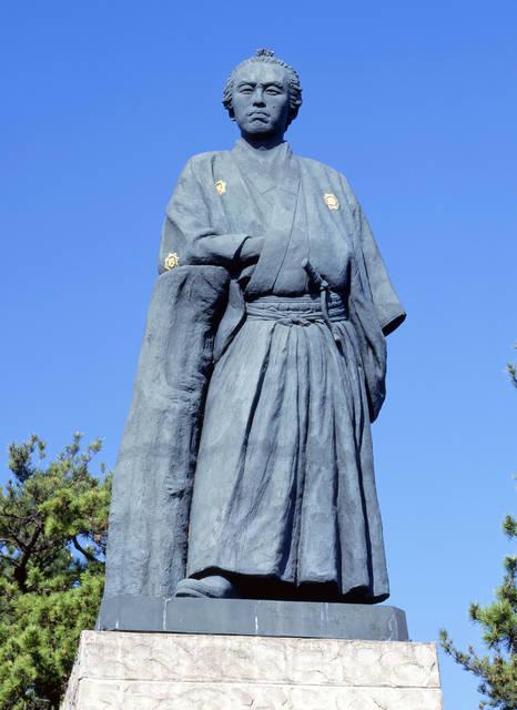 あまりに有名すぎる龍馬像。「日本3大銅像」という括りが...