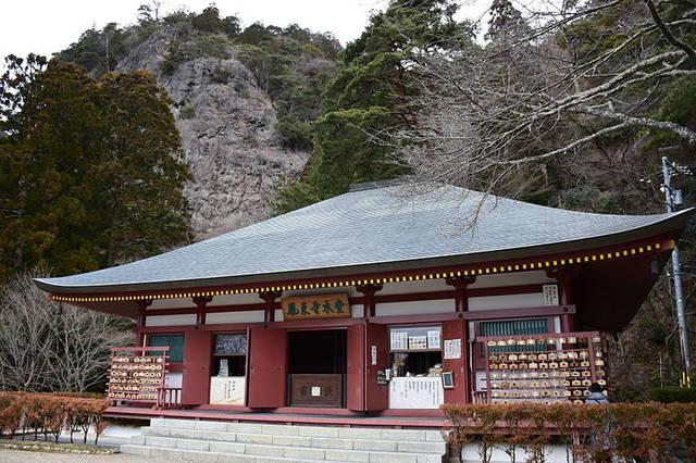 紅葉の名所としても有名な鳳来寺