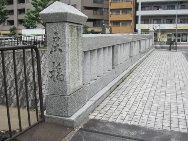 京都市上京区の堀川に架けられている「一条戻橋」
