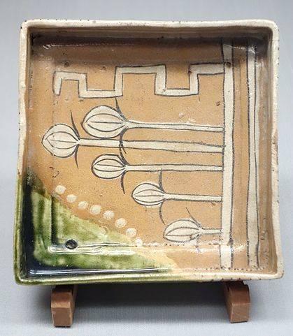 織部脚付角鉢(東京国立博物館蔵)